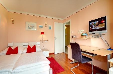 privatzimmer direkt an der messe m nchen. Black Bedroom Furniture Sets. Home Design Ideas